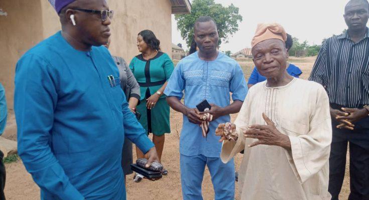 Dr. Nureni and a Community leader in Fenwa Community