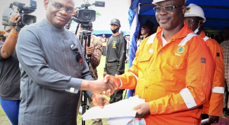 Convener and leader of the Ogoni Liberation Initiative, Rev. Douglas Fabeke (left), presenting a communique from the Ogoni leaders to the Managing Director, Nigerian Petroleum Development Company (NPDC), Mr. Mohammed Ali-Zarah, who was invited as guest to the Ogoni Liberation Day celebration which held in Bori, Rivers State
